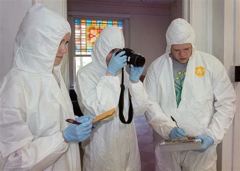 Forensic Science students study crime scene | Erin Mangano