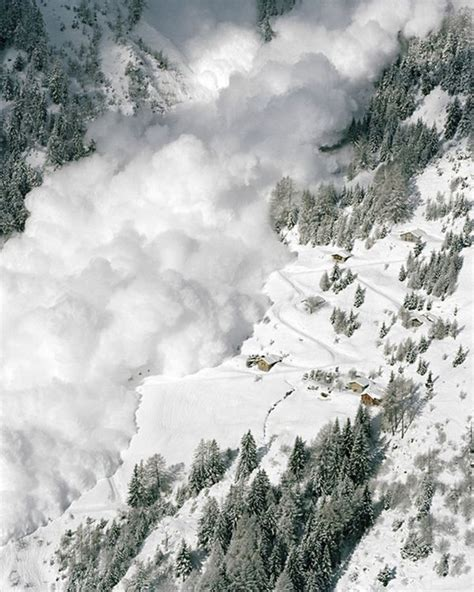 Cool FunPedia: Avalanches In Photos